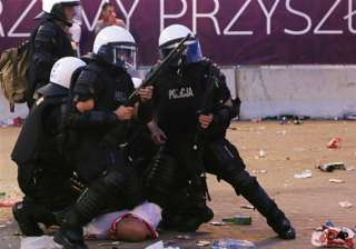 24 people hurt in clashes at euro 2012 - India TV