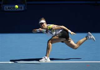 clijsters overcomes injury to beat li in 3 sets -...