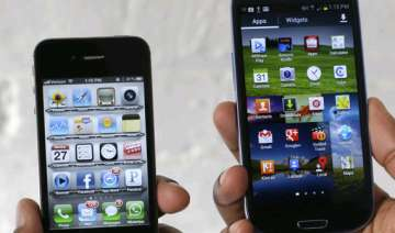 another apple samsung skirmish heads to court -...