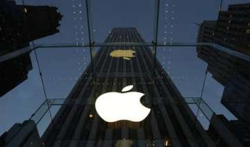 apple dials up effort to meld iphone with cars -...