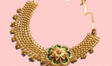 gold extends losses on stockists selling - India...
