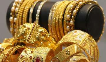 gold recovers on good buying silver trades...