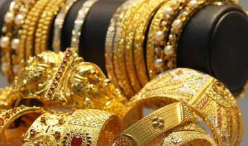 gold hits new 5 week high up rs 210 on global...