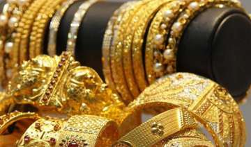 gold prices fall to rs 33 438 on global cues -...