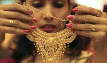 gold prices may cross rs 33 000 on shortage in...