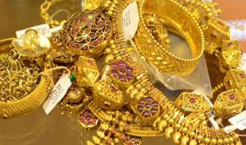 gold scales to eight month high at rs 31 525 -...
