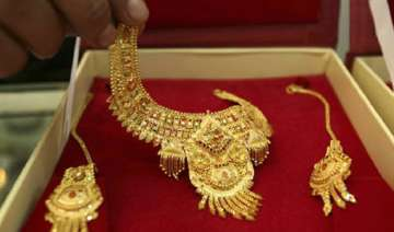 gold hits record high of rs 29 540 per 10 grams -...