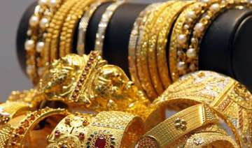 gold loses rs 100 silver rs 350 on global cues -...