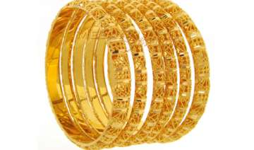 gold futures hit record high at rs 30 388 per 10...