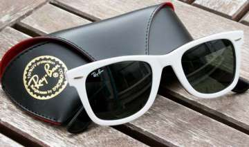 google ties up with ray ban oakley for new glass...