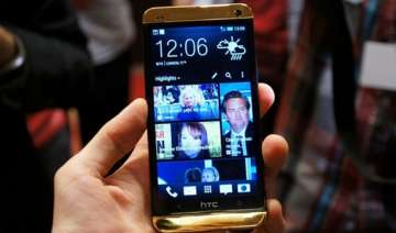 hands on with gold htc one see pictures - India TV