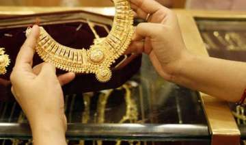 gold surges by rs.480 to reclaim rs.27 000 mark -...