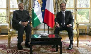 pm modi woos french businesses with make in india...