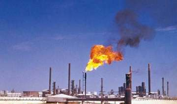 oil prices dip to 5.5 year lows hampered by...