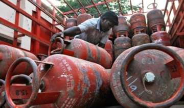govt to invest rs 2000 cr to provide lpg...