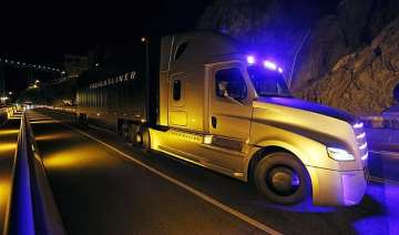 this is the world s first self driving semi truck...