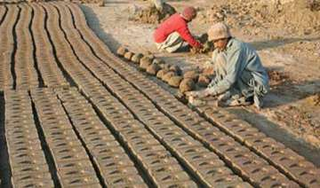 labour minister calls for steps to end bonded...