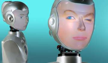 new robot can wear any face - India TV
