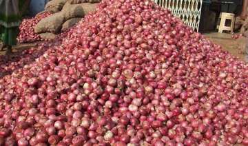 onion prices remain high at rs 100/kg crisis to...
