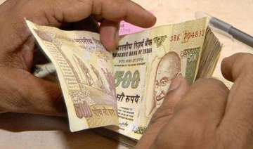 rupee recovers back from historic lows ends fy14...