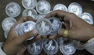 silver falls by rs 400 gold remains flat - India...