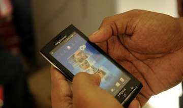 tdsat restrains dot from banning 3g roaming pacts...
