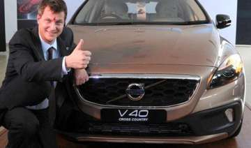 volvo rolls out v40 cross country at rs 28.5 lakh...