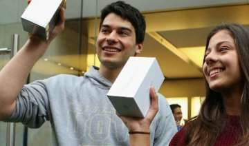 australian woman electrocuted while using iphone...