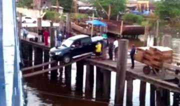 car boarding on a ship using a plank video -...