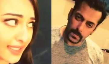 salman s dubsmash debut is awesome - India TV