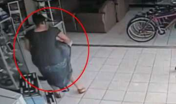 caught on cam lady steals plasma tv from store in...