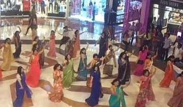 watch video women in flash mob show actresses how...