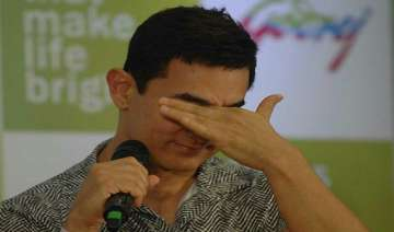 aamir khan cries while remembering struggling...