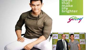 aamir visits godrej employees - India TV