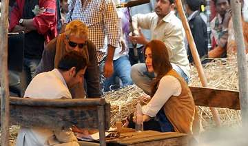 ajay kareena all for romantic number in...