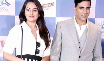 akshay sonakshi walk the ramp for iijw fashion...