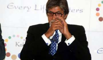 amitabh bachchan down with fever - India TV