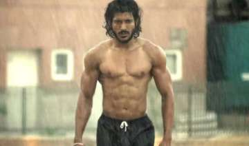 bhaag milkha bhaag mints rs.8.5 crore on opening...
