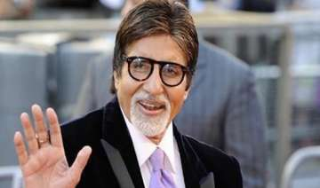big b gets his first manicure - India TV
