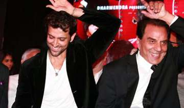 dharmendra asks hrithik to be careful with stunts...