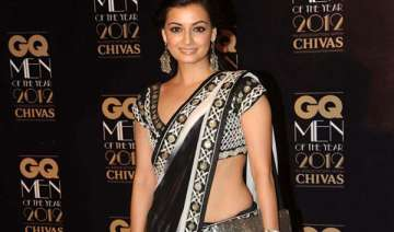 dia mirza paints for a cause - India TV