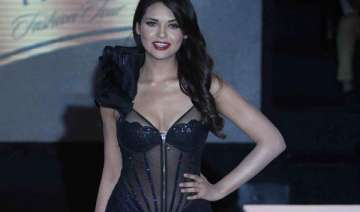 esha gupta wants to do an action film - India TV