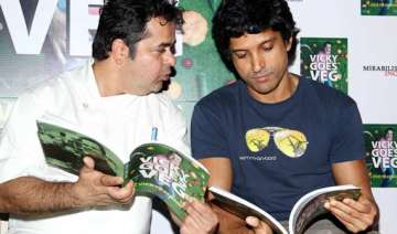 farhan akhtar launches chef vicky ratnani s book...