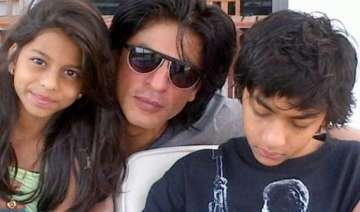find boyfriend like me srk tells daughter view...