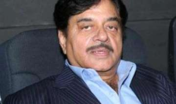 iifa 2014 shatrughan sinha to get special honour...
