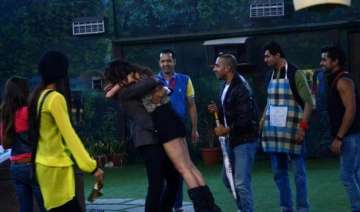 bigg boss 8 halla bol day 7 upen patel re enters...