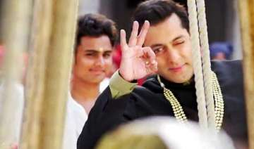 salman khan does outstanding stunt on the sets of...