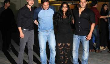 loud music played at arpita khan s bday bash...