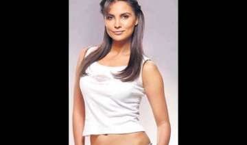 lara dutta comes out with a fitness video - India...