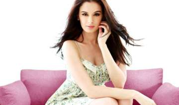 evelyn sharma was offered the lead in i - India TV